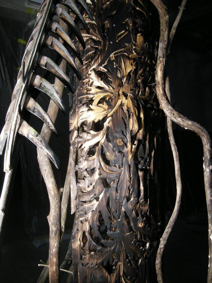 Textures, structures, un arbre s'ouvre et t'invite à entrer.